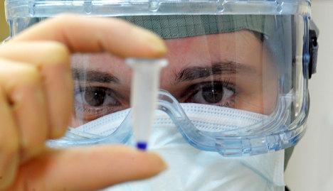Опа, грешка, ваксините ни са отрова... Взимаме си ги, преди да са ни погнали със съдебни дела. Битият - бит, такованият - такован, имунизираният - натровен.